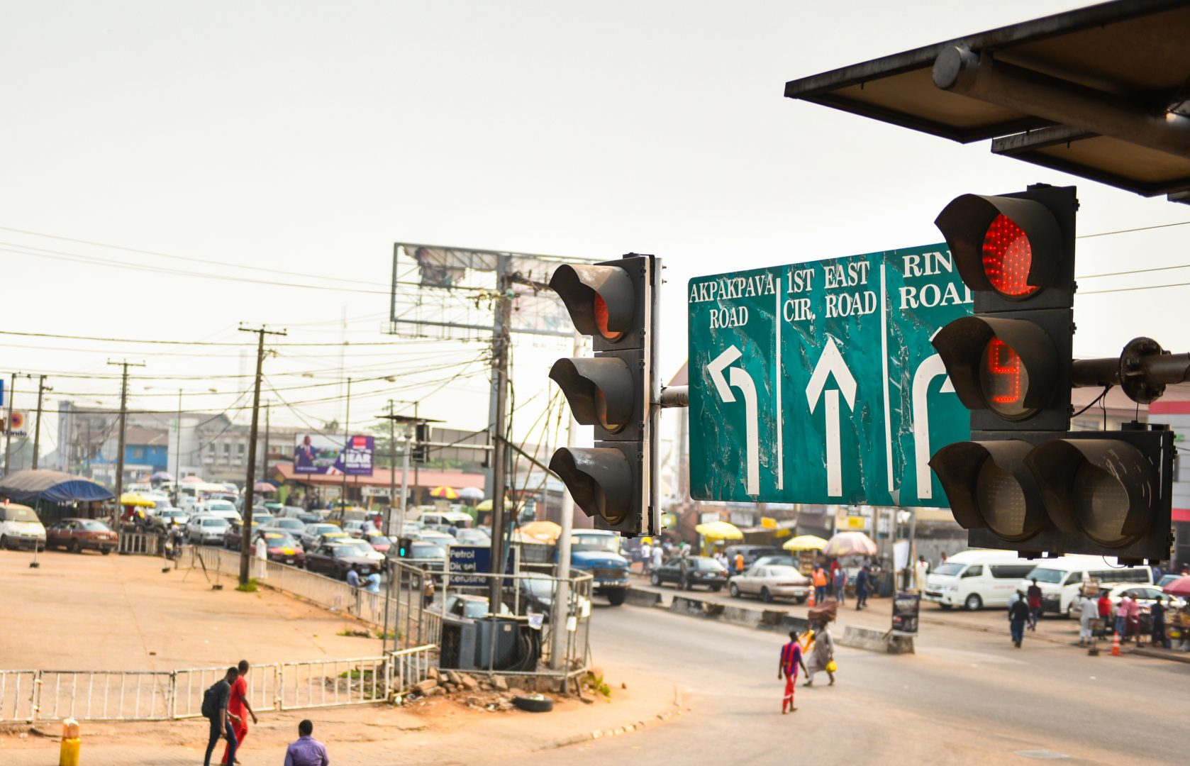 A traffic light counts down to green within the city of Benin